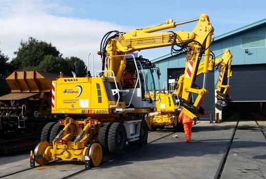 T2400FSE | Railroad Excavators | Railroad Equipment | Colmar Equipment